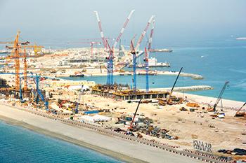Raimondi LR213 luffing jib cranes ... at the Beach Vista development site.