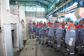 Alba marked the handover of the remaining pots under the Alba Potline 6 expansion project.