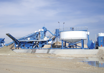 CDE's Aquacycle and M2500 mobile sand washing plant in operation in Kuwait.