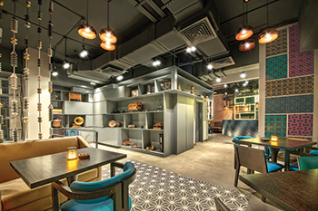 The aesthetic at Nar Social represents a raw and unaffected finish, balanced with an enveloping warm glow.