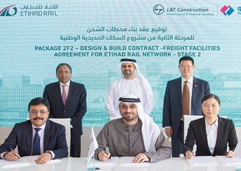 Officials sign the contract for the construction of freight facilities.