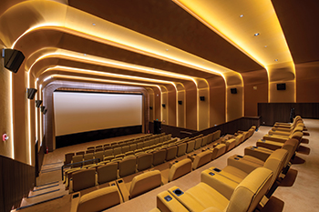 Each of the three auditoria has a distinctive design, following lighting motifs in gold, red and blue and featuring luxury seats upholstered in the same colour spectrum.