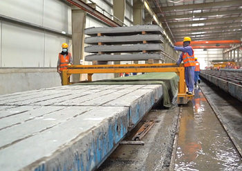Etihad Rail's factory uses a long line method for production, comprising eight lines, with each line able to produce 400 sleepers.
