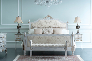 London crackle bed ... epitome of style.