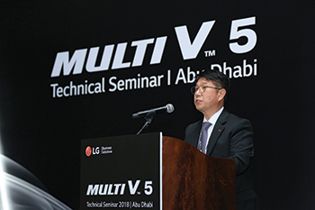 Choi addresses the seminar.
