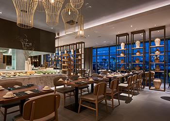 Ginger, the all-day dining outlet at Sundus Rotana Muscat ... light bright and airy.