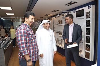 Grohe experts brief customers on product features.
