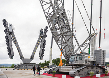 The Liebherr LR1500 ... load capacity of a 500-tonne model with the size of a 400-tonne unit.