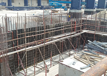 Galvanising tank at Al Ghurair Iron and Steel Factory ... double-sided wall.