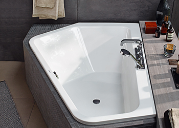 The Paiova 5 bathtub ... masculine.