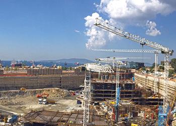 Raimondi cranes at the Istanbul Marina project site.