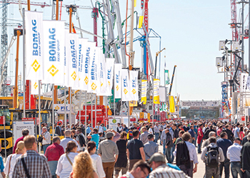 Exhibitors and visitors at bauma's previous edition.