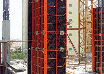 The adjustable Modular column formwork in use.