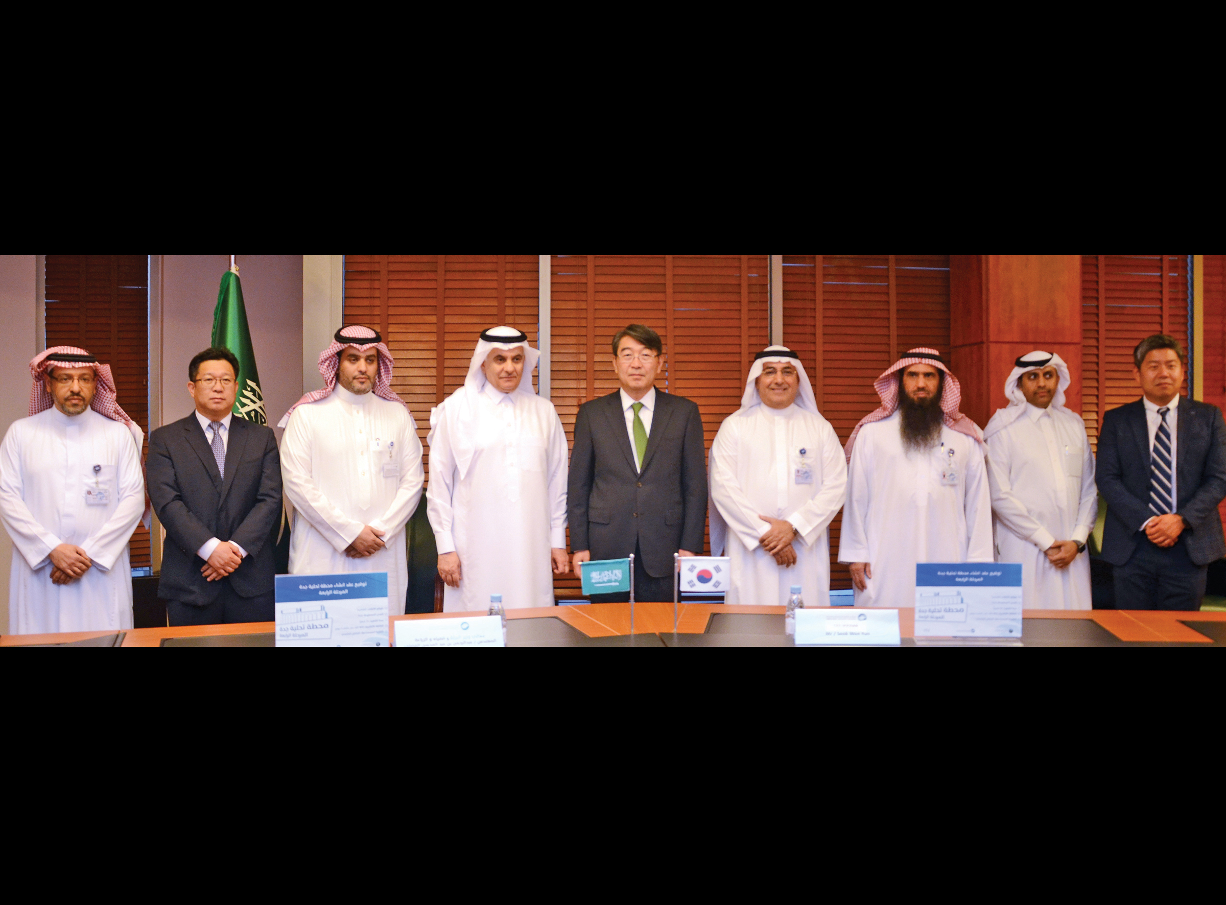 Officials after signing the Shuaibah seawater desalination plant contract.