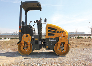 The RD730 double-drum asphalt compactor from SDLG.