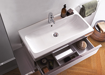 iCon ... includes washbasins with a small installation depth.