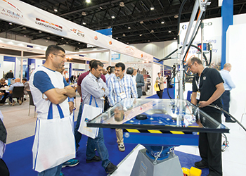 Visitors at a previous Gulf Glass event.