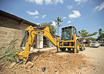 The new Cat 426F2 backhoe loader ... matching operating needs.